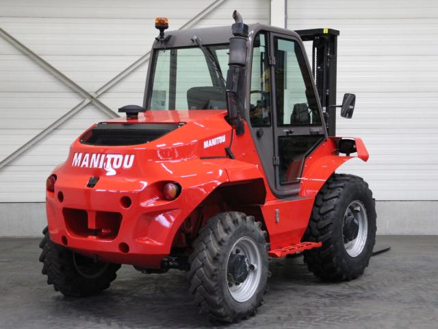 Tweedehands Ruw terrein heftrucks MANITOU M30-4